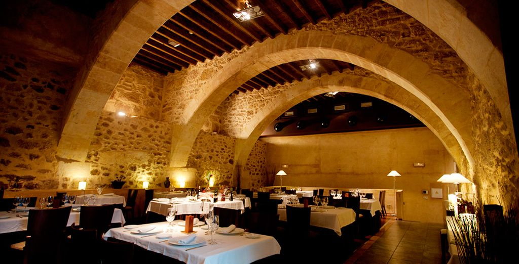Degusta la gastronomía regional en el Restaurante El Monje