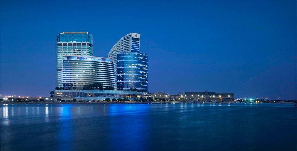 Te alojarás en el espectacular Crowne Plaza Dubai Festival City 5*