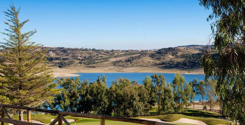 Un lugar exclusivo y diferente para practicar el golf y otros deportes, así como para disfrutar del ocio y el bienestar