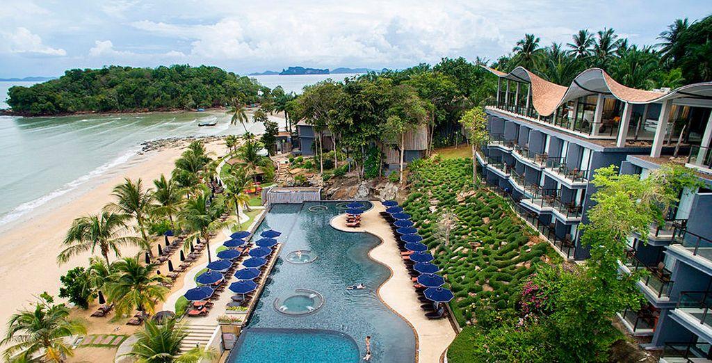 Te hospedarás en Beryond Resort Krabi 4*