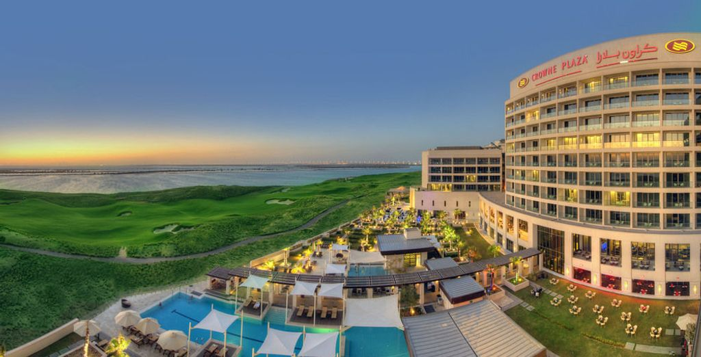 Bienvenido al Crowne Plaza Abu Dhabi Yas Island 4*
