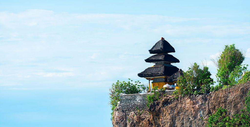 El templo de Uluwatu, situado sobre un acantilado