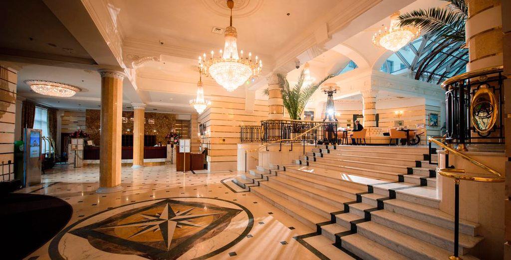 En San Petersburgo te alojarás en el Hotel Ambassador 4*