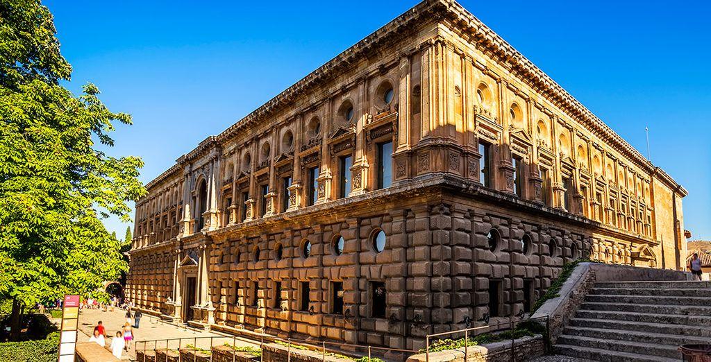 Podrá visitar el Palacio de Carlos V, en la Alhambra