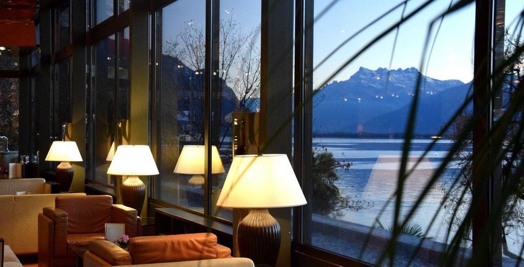 Idílicas vistas del lago y de las montañas