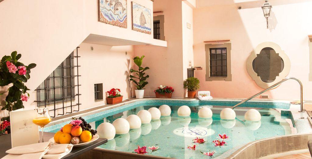 Disfrute de la piscina de hidromasaje climatizada