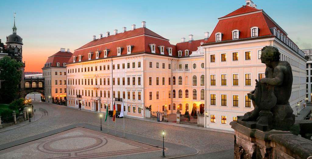 Tras un agradable trayecto en tren llegarás a Dresden, alojándote en el Hotel Taschenbergpalais Kempinski 5*