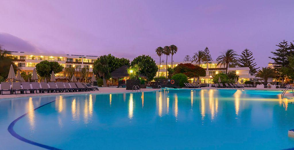 Refrésquese en las piscinas del resort