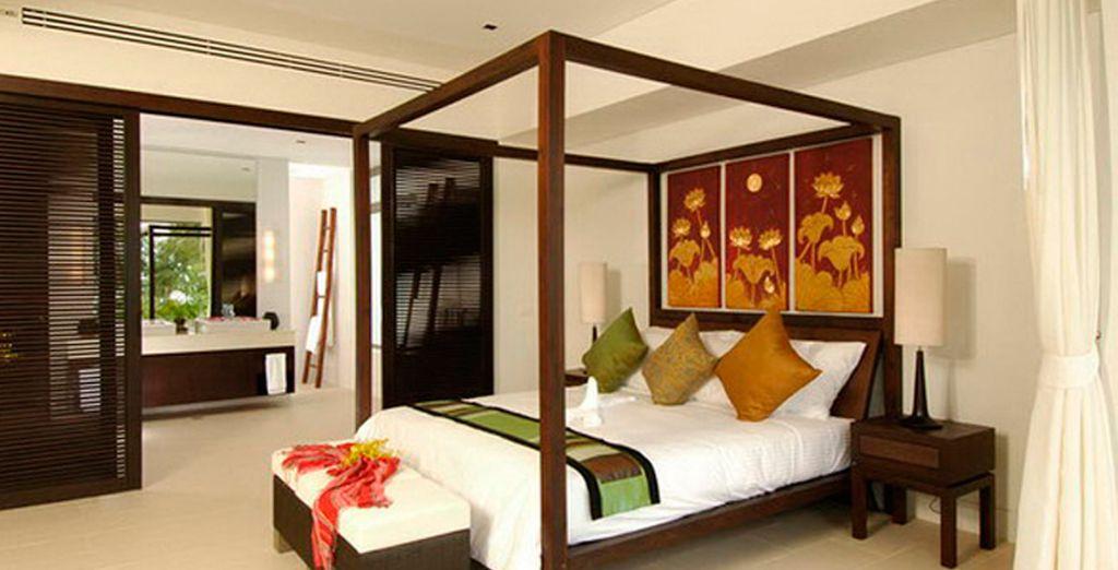 Su dormitorio en tonos claros