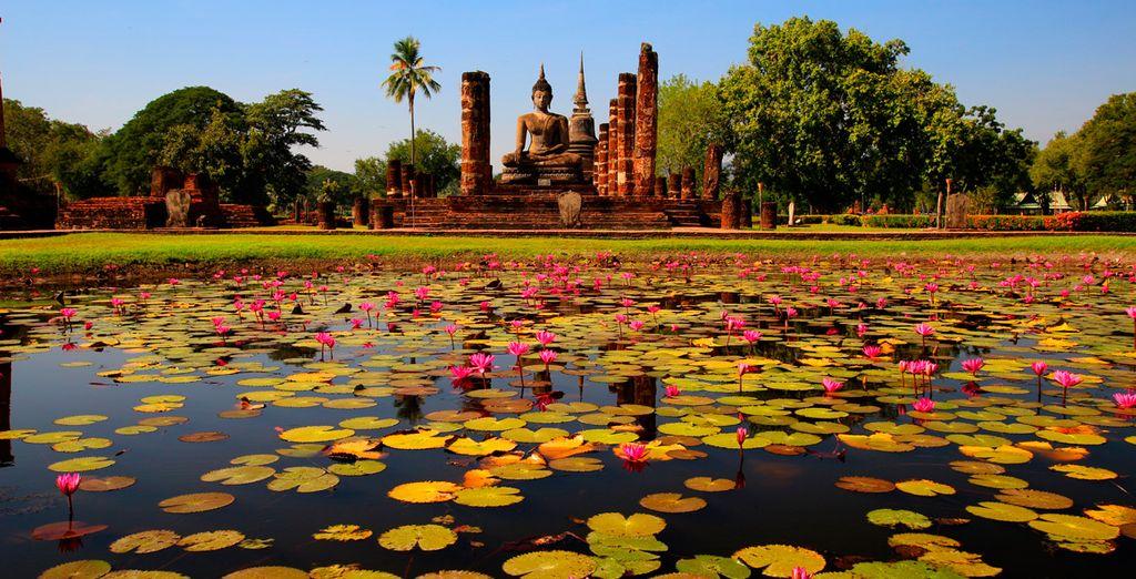 Continuaremos hacia el Parque Histórico de Sukhothai, declarado Patrimonio Cultural de la Humanidad por la UNESCO