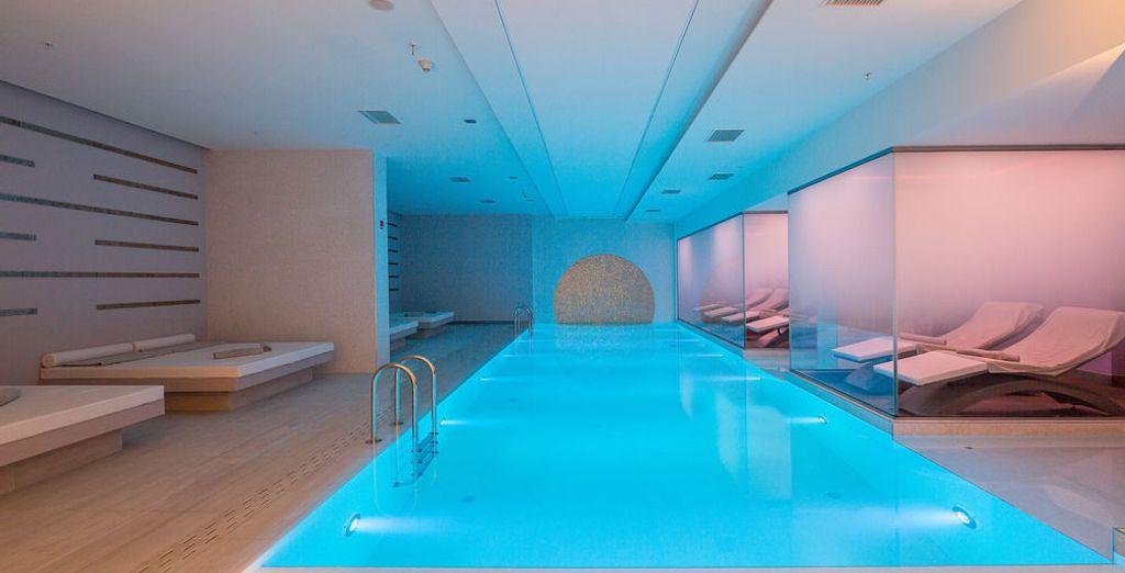 El hotel dispone de piscina cubierta