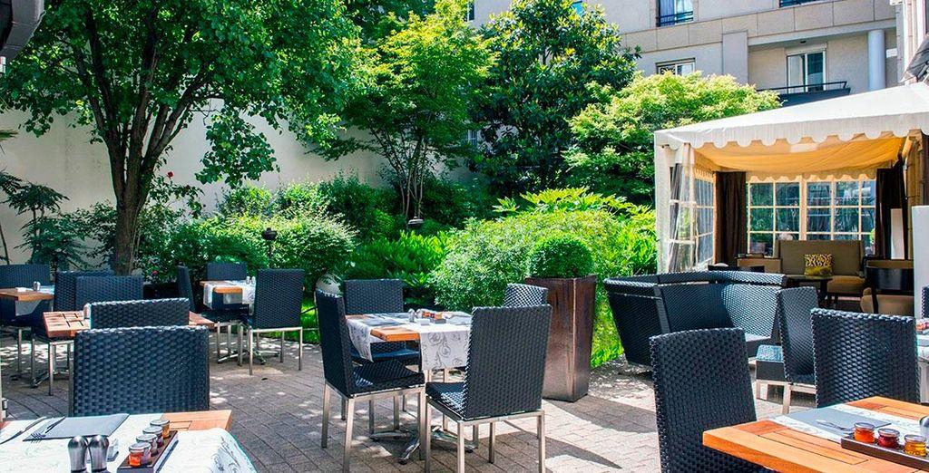 El Hotel Ampère cultiva su jardín como un tesoro