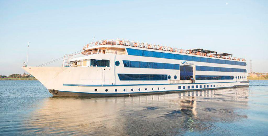 Comenzarás con un crucero por el Nilo en el MS Tiyi 5* o en el MS Blue Shadow 5*