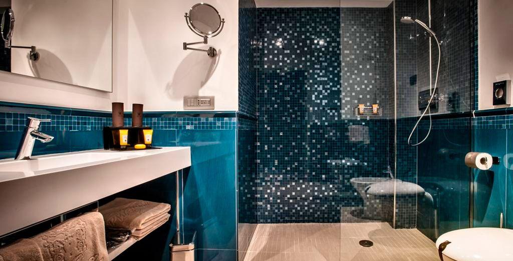 ...con baño privado con todo lo necesario para tu estancia