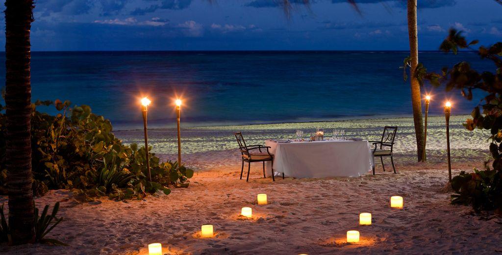 Cenas en la playa a la luz de la luna..