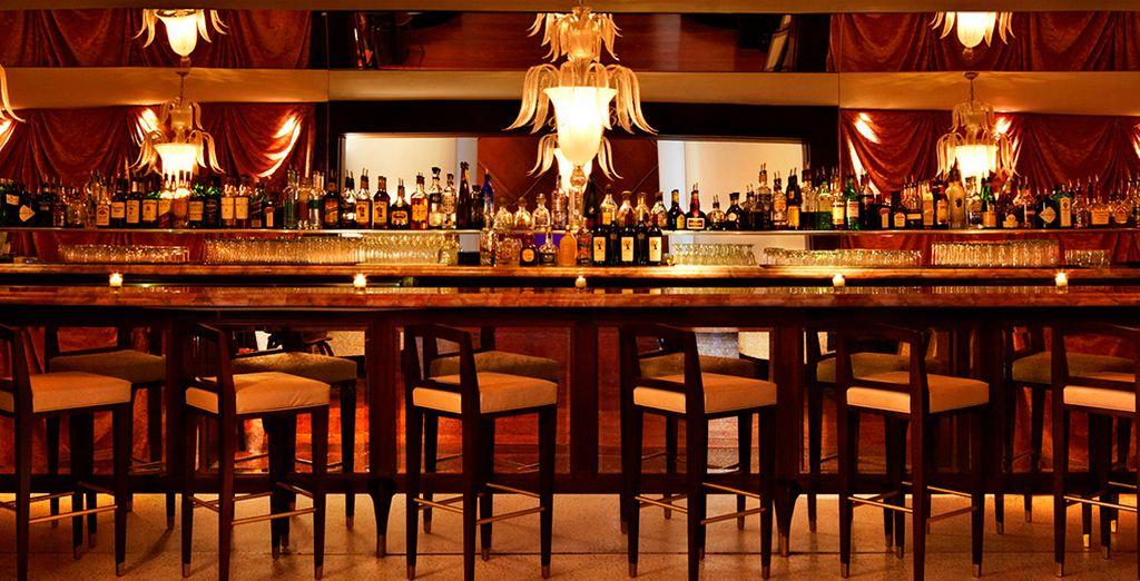 Tome algo y disfrute de la noche de Miami