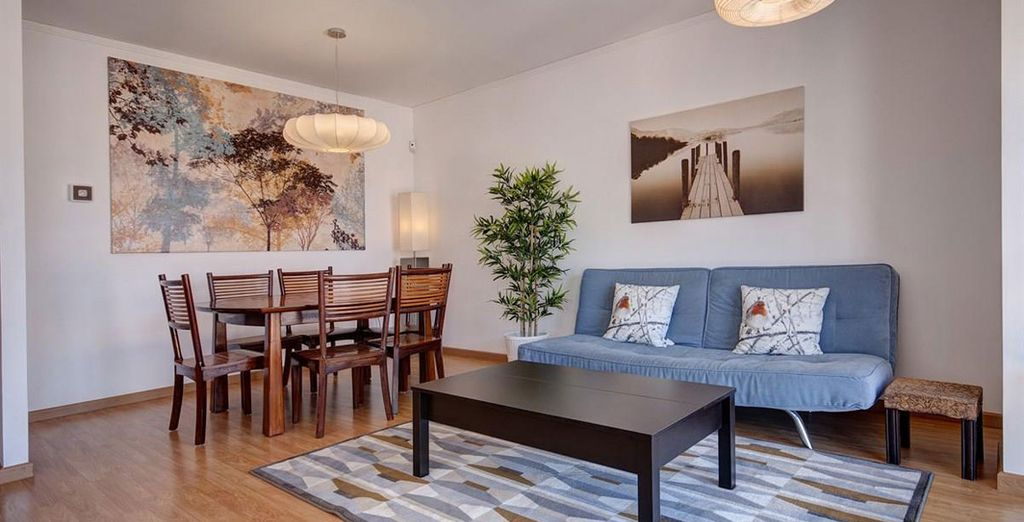 Apartamento 3: un amplio comedor