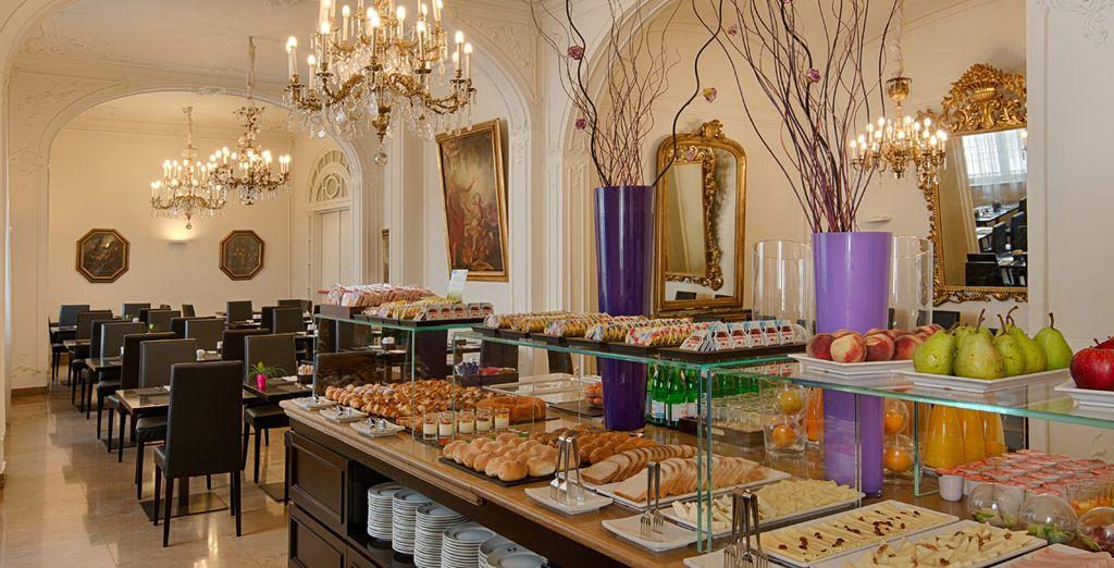 Empiece bien el día con el desayuno buffet variado
