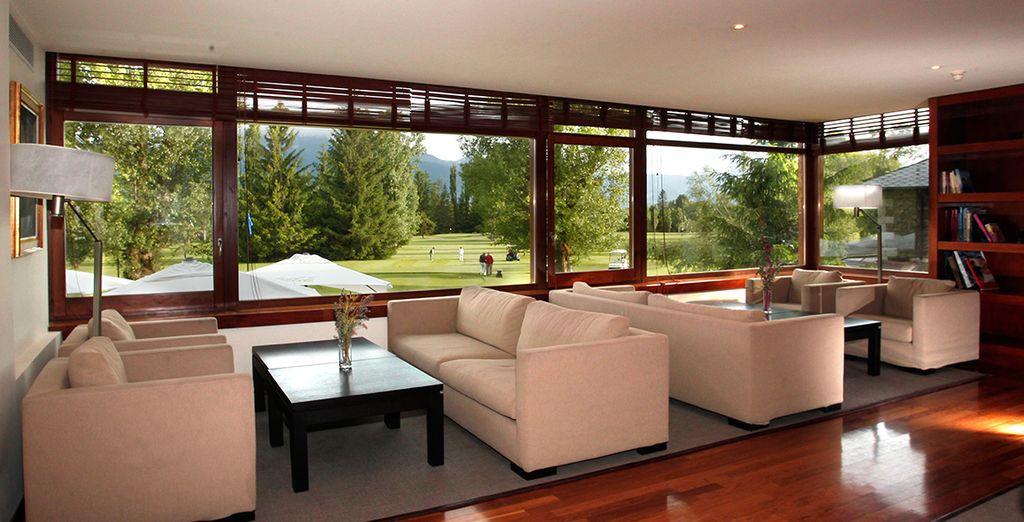 Diferentes salas y reservados para descansar y relajarse