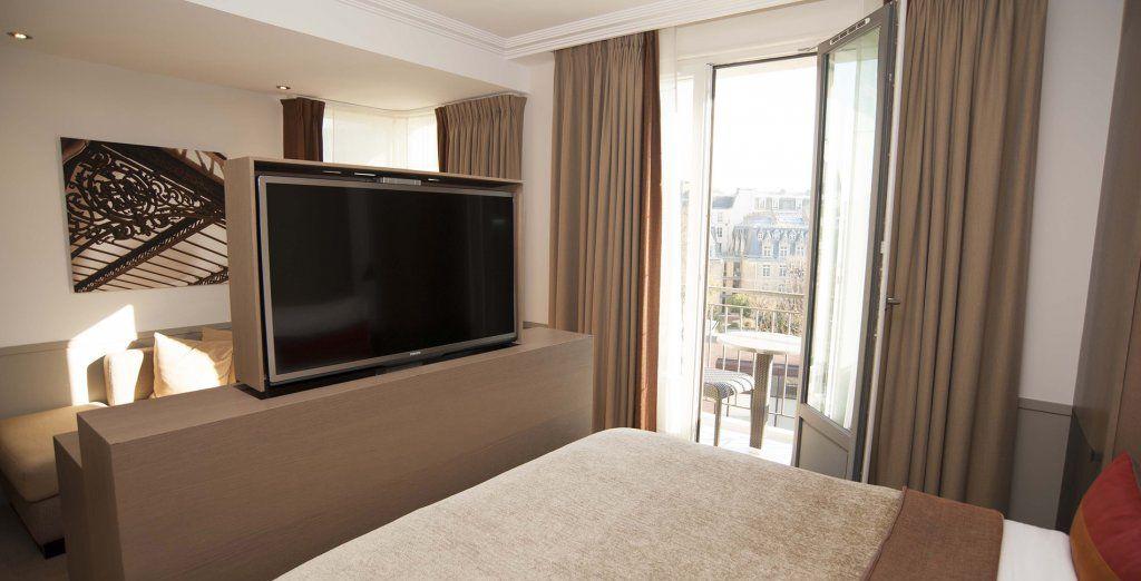 Con TV plegable de alta definición para que puedas verla desde la cama