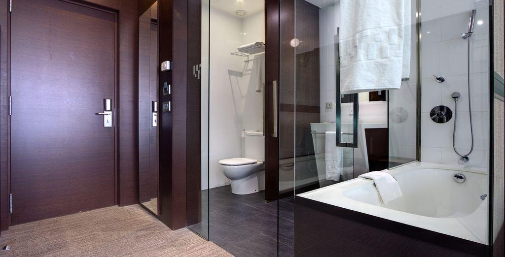 Una habitación que lo tiene todo: elegante, moderna y totalmente equipada
