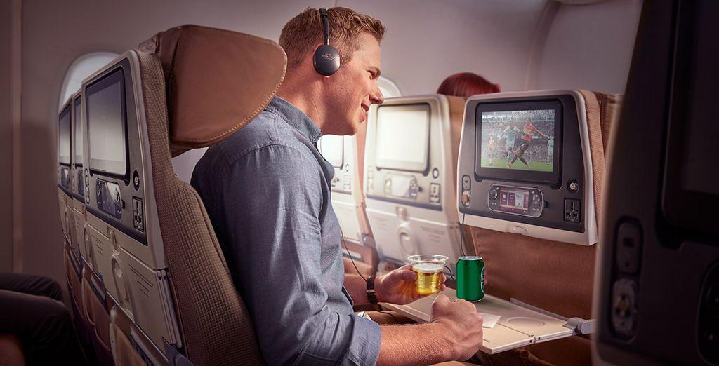Durante el vuelo podrás disfrutar de cientos de horas de entretenimiento a la carta