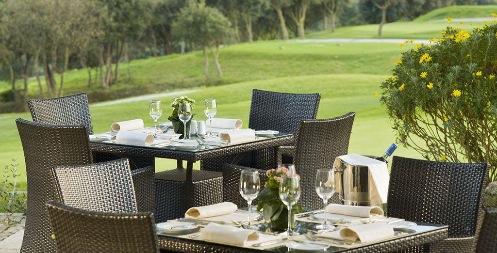 Ou sur la terrasse pour un dîner savoureux