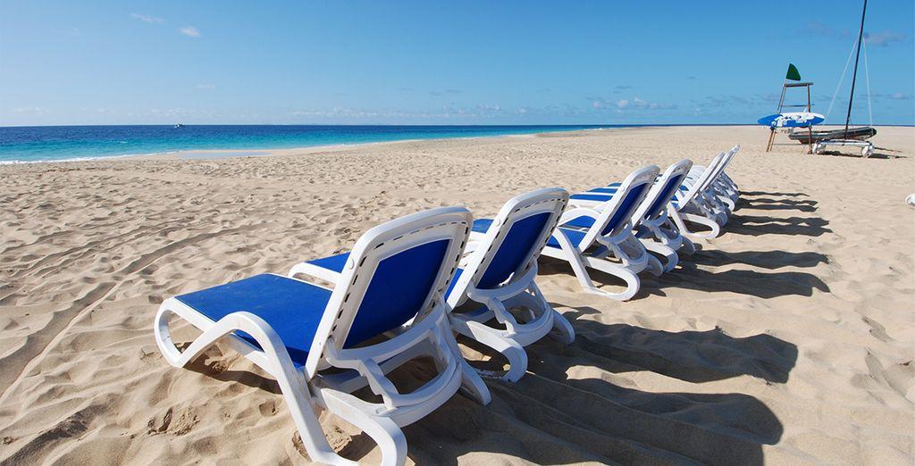 Détendez-vous sur les plages de Santa Maria, les doigts de pied en éventail sur un transat...