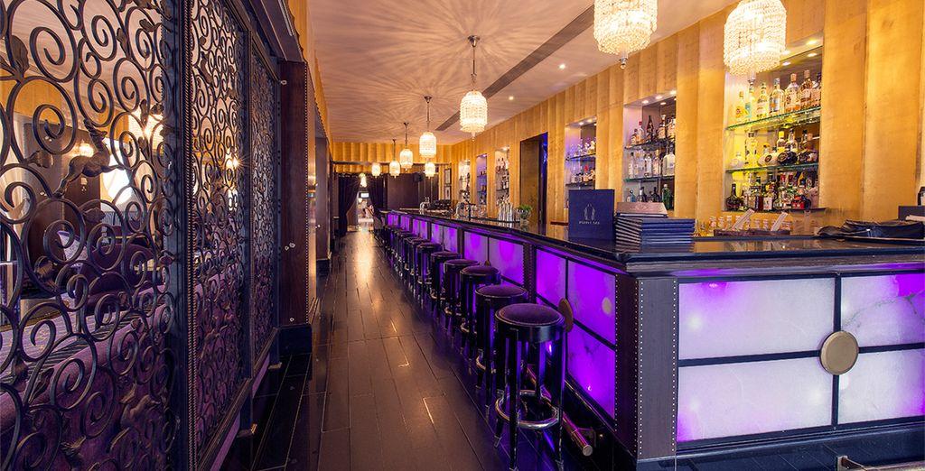 Prenez un verre au Purple bar...