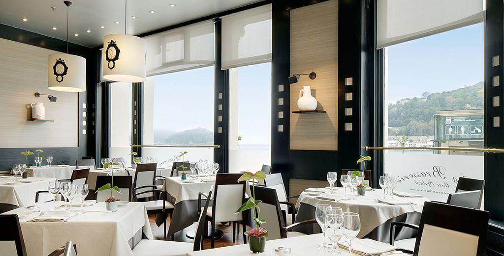 et ferez l'expérience d'un dîner basque authentique avec de délicieuses vues sur la mer.