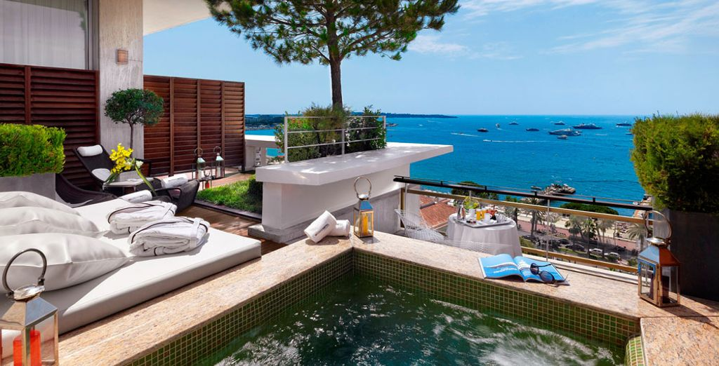 Laissez-vous séduire par ce paysage de rêve - Le Grand Hôtel Cannes 5* Cannes