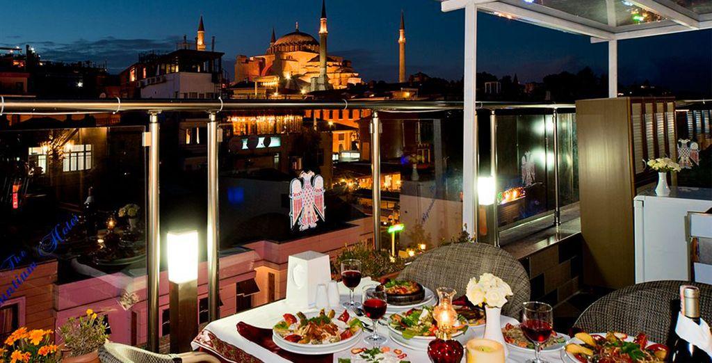 Une ville magique à dévorer des yeux depuis votre hôtel situé à deux pas de la Mosquée Bleue !