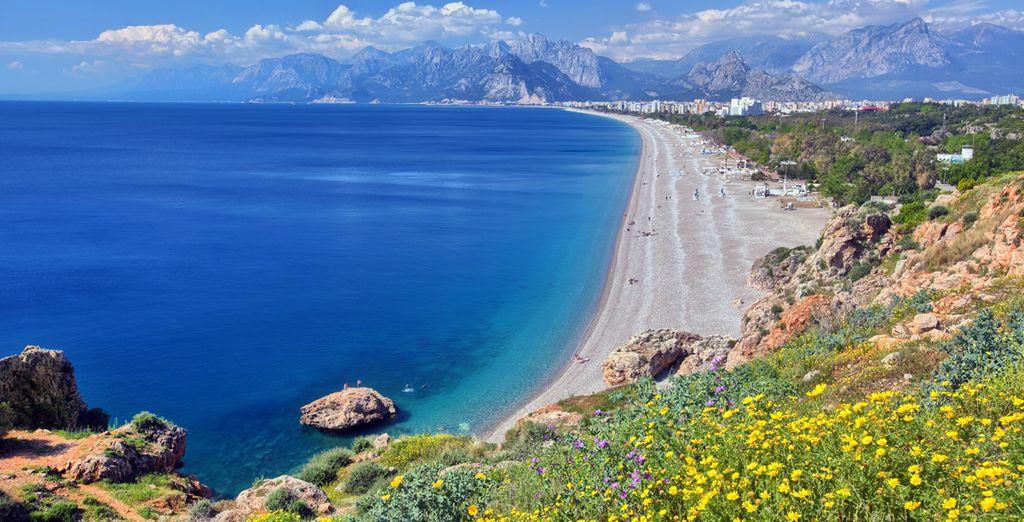 Et ses plages de sable fin et eaux turquoises.