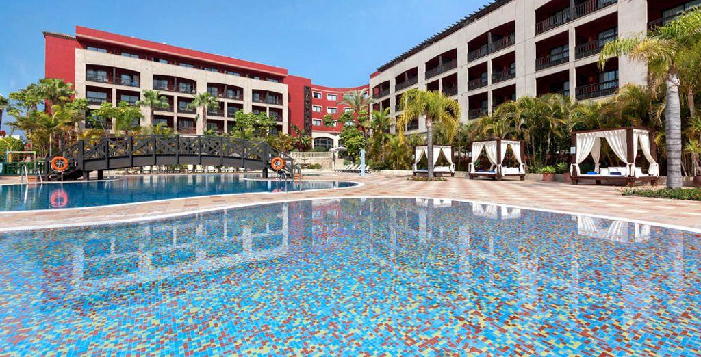 Prenez le soleil au bord de la piscine