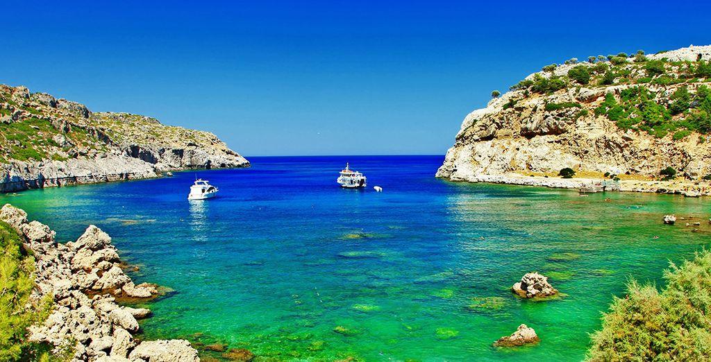 Laissez-vous tenter par les eaux cristallines de l'île!