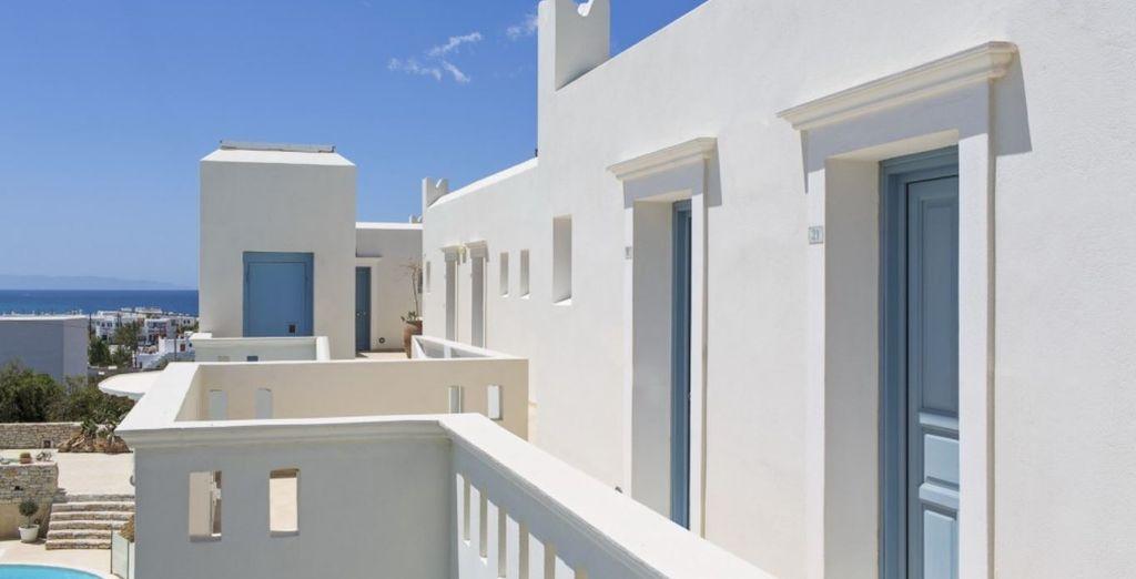 Avec son architecture typique des Cyclades...