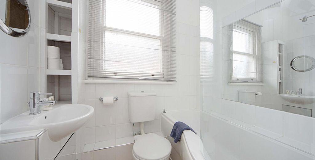 Votre salle de bains spacieuse et lumineuse