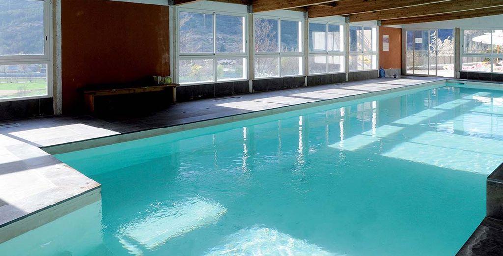 Faites quelques brasses dans la piscine intérieure chauffée