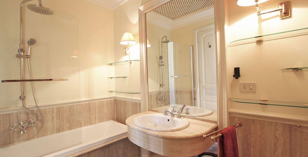 L'une des trois salle de bains spacieuse