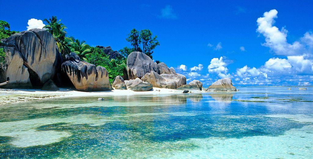 Une île au sable fin et à l'eau turquoise