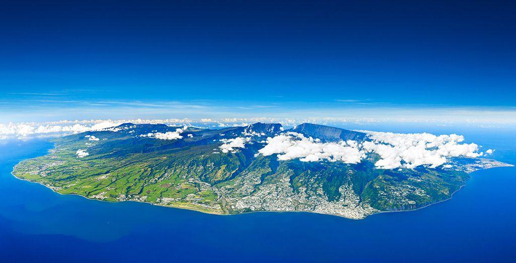Envolez-vous pour la Réunion et embarquez à bord de votre véhicule pour sillonner l'île - Circuit combiné île de La Réunion &  île Maurice St Denis de la Reunion