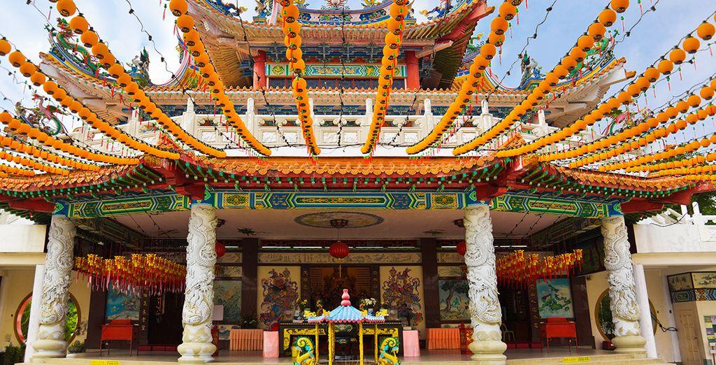 De ville en ville, vous découvrirez la magie des temples chinois...