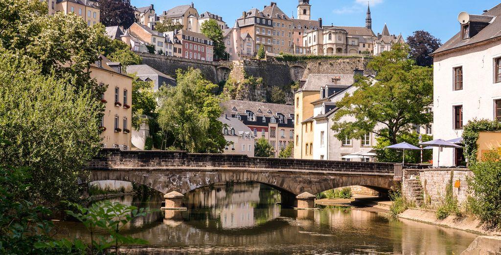 Photographie du centre de Luxembroug, pont et fleuve