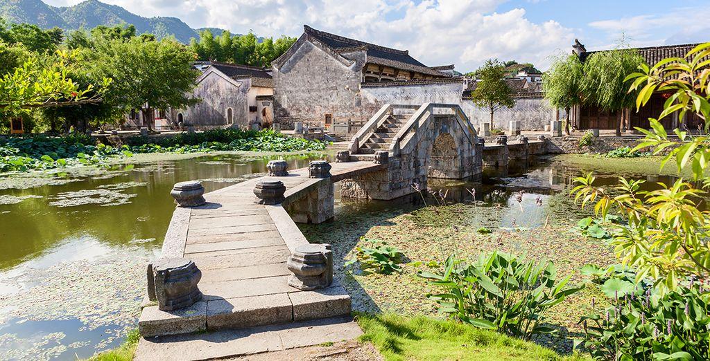 Puis vous vous rendrez à Fengshui, entouré de collines verdoyantes et préservées, synonyme de Chine Profonde