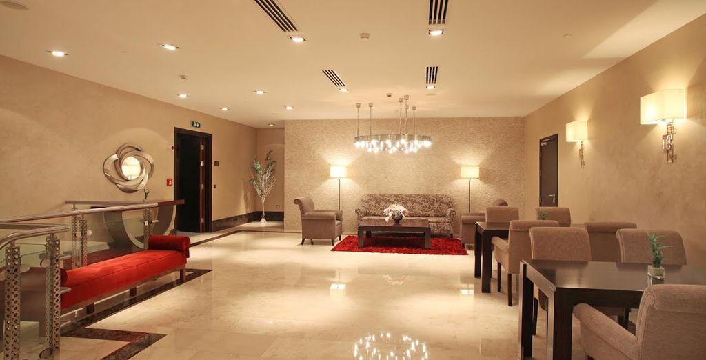Installez-vous dans un hôtel confortable à la décoration contemporaine