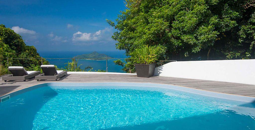 Poursuivez votre séjour à Mahé, au Copolia Lodge, entouré par les montagnes, dominant l'océan et les îles