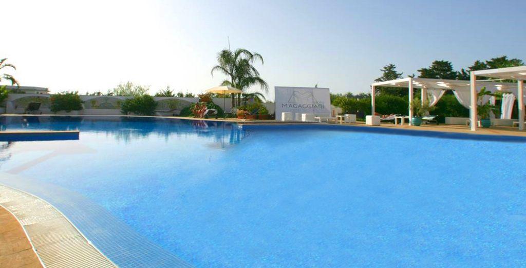 Allongez-vous au bord de la piscine...