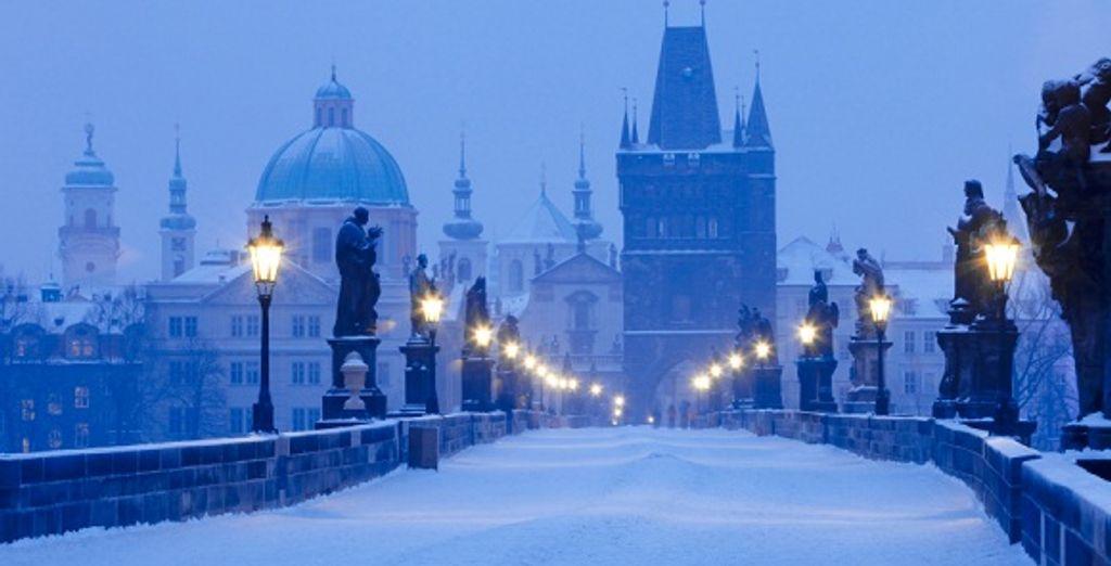Le pont Charles sous la neige - Hôtel Liberty **** Prague