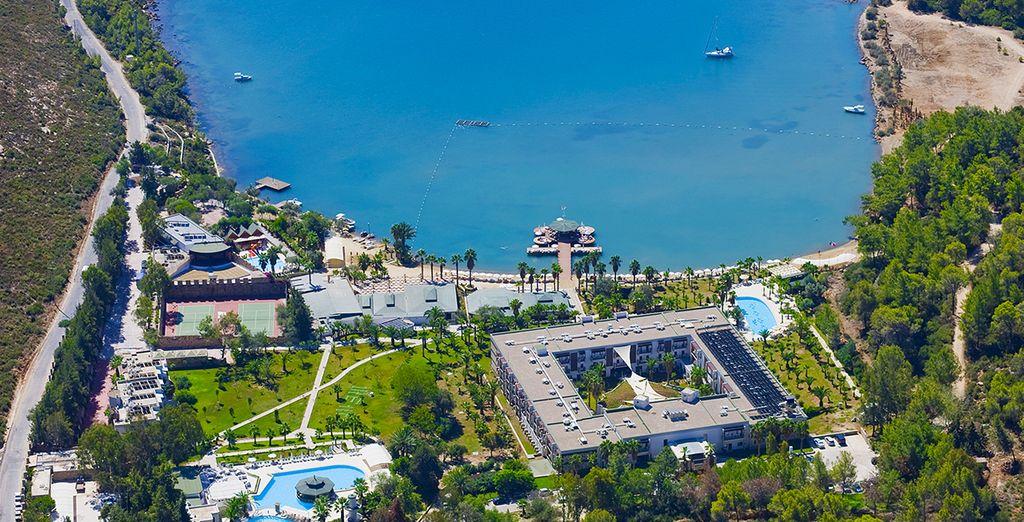 Et posez vos valises au Crystal Green Bay Resort...