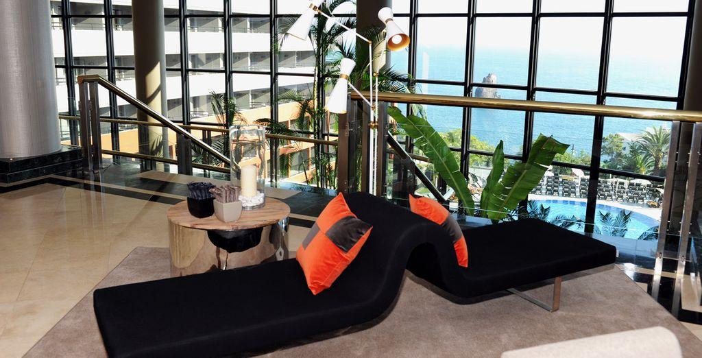 En posant vos bagages à l'Enotel Lido, les pieds dans l'eau - Hôtel Enotel Lido 5* Madere
